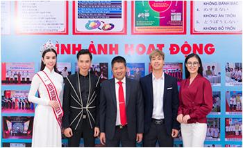 Hoa hậu Huỳnh Vy đội vương miện, cùng cầu thủ Công Phượng về thăm trường cũ